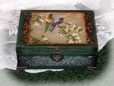 Фотография Decoupage Box, Decoupage Vintage, Mixed Media Boxes, Cigar Box Crafts, Cottage Art, Bottle Box, Shabby Chic Crafts, Altered Boxes, Jewellery Boxes