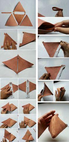 Que tal um porta moedas diferente em couro sintético costurado em formato de triângulo? Na montagem foi colocado uma alça que pode ser usada para colocar uma argola, daquelas tido de chaveiro.