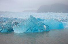 Sorteando bloques de hielo azul - Puerto Aisén, Autor: Marcelo Sola