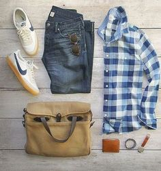 Read on to know the different ways you can style your basic flannel shirt to get 5 different looks!