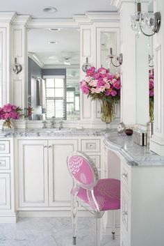 Shabby chic kitchen- There are the knobs I want and how I want to outline the cabinets Home Interior, Bathroom Interior, Interior Design, Interior Ideas, Interior Modern, Dream Bathrooms, Beautiful Bathrooms, White Bathrooms, Glamorous Bathroom