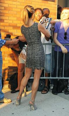 Love J. Aniston's calves!