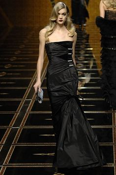Valentino Fall 2007 Ready-to-Wear Collection Photos - Vogue