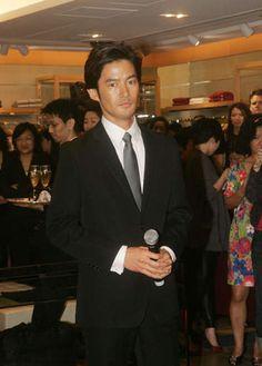 女生其實更想看這些日本男星扯下領帶的瞬間♥