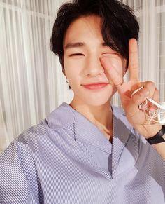 SKZ (Stray Kids) is your source for all things about JYP's monster rookies boy group, Stray. Lee Min Ho, Rapper, Pre Debut, Wattpad, Lee Know, Day6, Fan Fiction, Boyfriend Material, K Idols