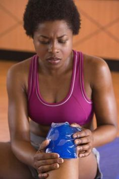 Knee pain doesn't need to mean the end of your fitness routine. These cardio workouts will help you stay fit despite a knee injury. Fitness Tips, Fitness Motivation, Health Fitness, Health Club, Fitness Goals, Knee Strengthening Exercises, Exercises For Knee Injuries, How To Strengthen Knees, Runners Knee