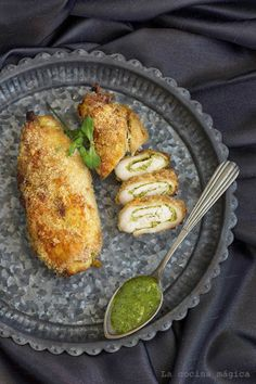LA COCINA MAGICA: Pollo crujiente con pesto, queso y almendra Meat Recipes, Chicken Recipes, Healthy Recipes, Healthy Food, Pollo Tandoori, Salsa Pesto, Dinner Options, Grill Pan, Food Styling
