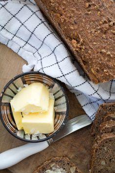 Saftigt softkernerugbrød Kiwi, Camembert Cheese, Dairy, Food, Golf Ball, Essen, Meals, Yemek, Eten