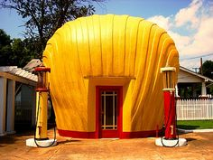 1930s, Shell had a number of these shell shaped gas station buildings.