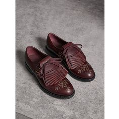 Burberry Lace-up Kiltie Fringe Riveted Leather Loafers (1 375 AUD) ❤ liked on Polyvore featuring shoes, loafers, burberry, leather clogs, laced shoes, fringe loafers and burberry shoes