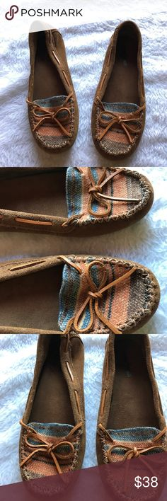 Minnetonka suede & Indian blanket rare moccasins 🎉Worn once no signs of wear 🎉Size 9 fits -8 1/2 to 9🎉Please ask questions or additional pics or measurements before purchase🎉No trades or other apps 🎉Ships next business day unless noted in my closet🎉Bundle for discount Minnetonka Shoes Moccasins
