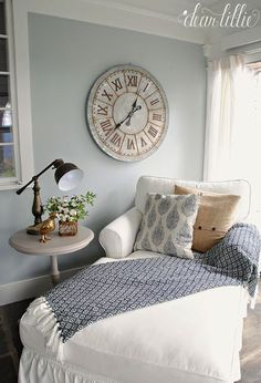 The farmhouse bedroom decoration style is about keeping the things simple an organic. It is classic, elegant and comfortable at the same time. The farmhouse bedroom design allows you to decorate with variety of accessories and furnishings that add a touch Farmhouse Master Bedroom, Master Bedroom Design, Home Bedroom, Bedroom Furniture, Bedroom Ideas, Bedroom Designs, Bedroom Nook, Modern Bedroom, Bedroom Corner