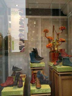 Vandaag 13 september 2012 Lointsdag bij Theo Jansen Burchtstraat 16, Nijmegen.    Koffie staat klaar.    http://www.theojansenschoenen.nl/