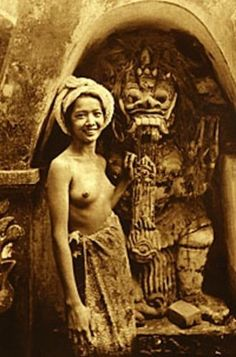ANTIQUE-BALI-DEMON-NUDE-WOMAN-VINTAGE-BALINESE-BEAUTY-RANGDA-JAVA-BREASTS-PHOTO