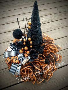 Halloween Cat Crafts, Halloween Witch Hat, Halloween Magic, Witch Hats, Halloween Door Decorations, Halloween Wreaths, Halloween Goodies, Halloween Projects, Halloween 2019