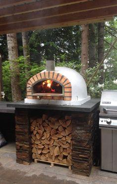 Outdoor Kitchen Bars, Pizza Oven Outdoor, Patio Kitchen, Outdoor Kitchen Design, Wood Oven Pizza, Brick Oven Outdoor, Pizza Oven Outside, Home Pizza Oven, Pizza Kitchen