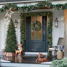 Front Door Christmas Decorations, Christmas Front Doors, Porch Christmas Lights, Front Porch Ideas For Christmas, Outdoor Christmas Garland, Winter Porch Decorations, Christmas Greenery, Christmas Trees, Xmas