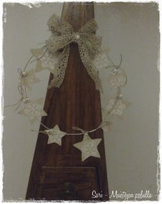 Wire wreath with stars and lace bow   www.muistojenpolulla.blogspot.fi
