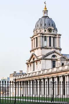 London Neighborhoods - A Guide to 17 of the Prettiest Parts of London The Old Royal Naval College in Greenwich, London is one of the most impressive works of architecture in the area. Baroque Architecture, British Architecture, London Architecture, Beautiful Architecture, Architecture Portfolio, Architecture Details, University Of Greenwich, Greenwich London, Landscaping