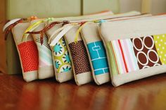 cute zipper bags by naturemomm!    http://www.flickr.com/photos/naturemomm/5801040609/in/set-72157623744225488/lightbox/