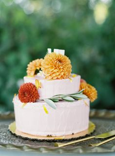 Floral Wedding Cakes 60 Fall Wedding Cakes We're Obsessed With Wedding Cake Fresh Flowers, Small Wedding Cakes, Floral Wedding Cakes, Themed Wedding Cakes, Beautiful Wedding Cakes, Gorgeous Cakes, Floral Cake, Wedding Desserts, Wedding Bouquet