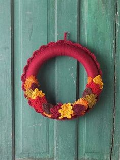 This is the perfect fall crochet wreath. Switchable Seasons Wreaths - Media - Crochet Me