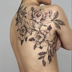 When done properly, a reduced back tattoo could be both sexy and stylish. These tattoos are usually found on older and young females. Tattoos on this particular part of the rear are very popular that Spine Tattoos, Body Art Tattoos, New Tattoos, Sleeve Tattoos, Cute Tattoos, Female Tattoos, Tatoos, Waist Tattoos, Tattoo Girls