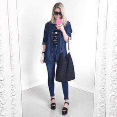 jeans + black + maxi bag.