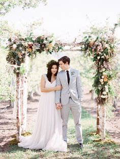 Romantic wedding ideas in a pear orchard