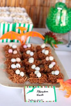 18 Scary-good dinosaur foods to celebrate Jurassic World: Jurassic Park party: Park Birthday, Dinosaur Birthday Party, Third Birthday, 3rd Birthday Parties, Birthday Ideas, Dinosaur Train Party, Elmo Party, Mickey Party, Birthday Decorations