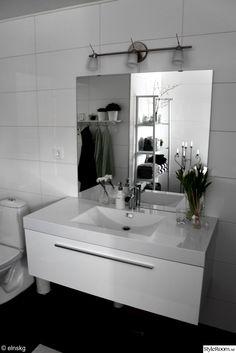 blandare,blandare badrum,kommod,spegel,badrum,badrumsspegel,stor kommod,toalett,kakel