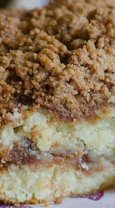 Cinnamon Crumb Coffee Cake- This cinnamon coffee cake recipe is moist, buttery, and full of cinnamon flavor. This is the best recipe for cinnamon crumb cake out there! Just Desserts, Delicious Desserts, Dessert Recipes, Yummy Food, Dessert Blog, Food Cakes, Crumb Coffee Cakes, Crumb Cakes, Cinnamon Crumb Cake