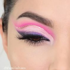 Pink Eye Makeup Is Your New Spring Look Dah Money L👀k ! 💸💸 Something a bit colorful to warm up the weather this morning 🔥 Yass Or Naww this makeup look? 👯♀️ BY Kamila Bravo Eyeliner Make-up, White Eyeliner Makeup, Eye Makeup Cut Crease, Bold Eye Makeup, Makeup Eye Looks, Creative Makeup Looks, Dark Makeup, Grunge Eye Makeup, Best Eye Serum