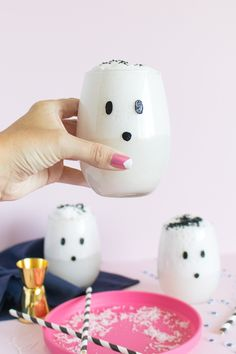 DIY Ghost Glasses + a Ghostly Cocktail | Pinterest: Natalia Escaño