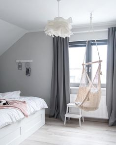 Das zeitlose Grau lässt Dein Schlafzimmer erstrahlen, füllt es mi – décor à la maison, conception de la salle et plus Wall Tumblr, Bedroom Wall Colors, Bedroom Decor, My New Room, My Room, Dream Bedroom, Girls Bedroom, Cool Curtains, Scandinavian Bedroom