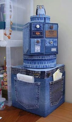 Old Jeans DIY Reuse Ideas - MB Desire DIY and Crafts. Really interesting and original idea, could make a storage solution a bit more personal and eye-catching. Good idea - Jeans or Anything to recover random, cheaper storage boxes/cubes Old Jeans DIY Reus Diy Jeans, Jean Crafts, Denim Crafts, Artisanats Denim, Denim Purse, Jean Diy, Denim Ideas, Recycled Crafts, Home Accessories