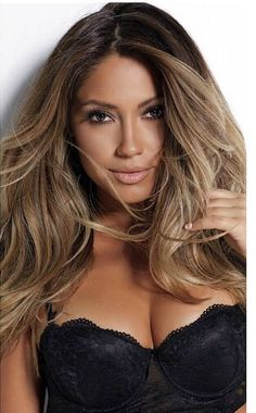 Are you ready to get to know the new hair coloring technique Lay Layage? When the trends of 2016 began to emerge, hair color trends were formed. The latest hair. Ombre Curly Hair, Curly Hair Styles, Jessica Burciaga Hair, Honey Brown Hair, Hair Color Techniques, Hair Color Balayage, Balayage Highlights, Trendy Hairstyles, Summer Hairstyles