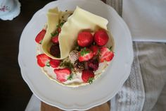 Mohntorte mit Buttercreme - Bine kocht! Butter, Creme, Strawberry, Fruit, Desserts, Food, Dessert Ideas, Pies, Food Food