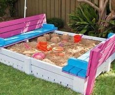 DIY Pallets Kids Sandbox With Benches via http://diypallets.com