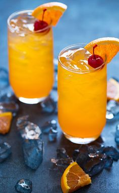 Creamsicle Delight Cocktail | With whipped vodka, orange juice or orange soda and ginger ale. Tastes just like a creamsicle! @theblondcook