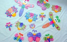 Bears Preschool, Dragonfly Wall Art, Arte Country, Paper Crafts, Diy Crafts, Country Paintings, Diy Cardboard, Candy Cards, School Decorations