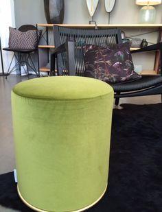 Our product of the Week: Unser Produkt der Woche:  LOU Pouff in green velvet with brass by Gallotti&Radice. #bensstore #gallottiradice #poufflou #seating #bensstore #bensmünchen #interiordesign #velvet