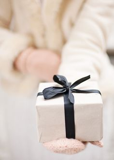 simple and a pretty gift wrap!  ♥ Aline