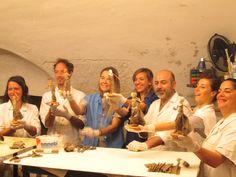 Momento divertente presso il Laboratorio di #Cartapesta# del maestro #Claudio Riso# a Lecce