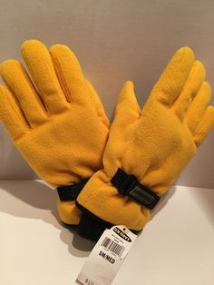 Yellow 2 Different Styles Blue Size M NWOT New Men/'s Assorted Gloves