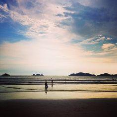 Tão lindo a energia desse momento.. #sky And #guaruja  #beach ...