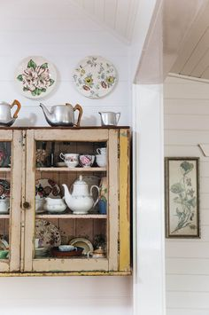 Family heirlooms sit in a vintage cabinet in a cottage in the Southern Highlands Country Kitchen Flooring, Country Dining Rooms, Country Furniture, Country Decor, Modern Country, Kitchen Country, Vintage Furniture, Country Style Homes, Country Life