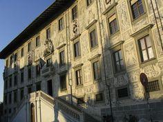 l'Ecole Normale de Pise, fondée par Napoléon sur le modèle de son homonyme française, c'est aujourd'hui l'université italienne la plus prestigieuse. La Scuola Superiore a le plus haut nombre de prix Nobel au monde.