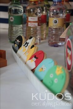 Cookies at an Angry Birds Party Bird Birthday Parties, 5th Birthday Party Ideas, 4th Birthday, Party Props, Party Themes, Angry Birds Cake, Bird Theme, Star Wars Party, Lets Celebrate