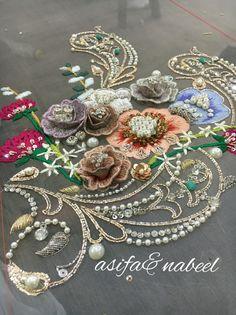Zardosi Embroidery, Kurti Embroidery Design, Tambour Embroidery, Couture Embroidery, Embroidery Fashion, Embroidery Patches, Hand Embroidery Designs, Beaded Embroidery, Embroidery Patterns